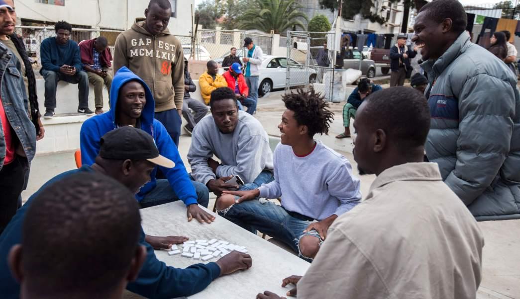 Migrantes varados en Tijuana.