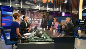 Isabel Miranda de Wallace, de Alto al Secuestro, y Juan Martín Pérez, de la Red por los Derechos de la Infancia en México, debaten sobre el programa Mochila segura. (Twitter, NTelevisa_com)