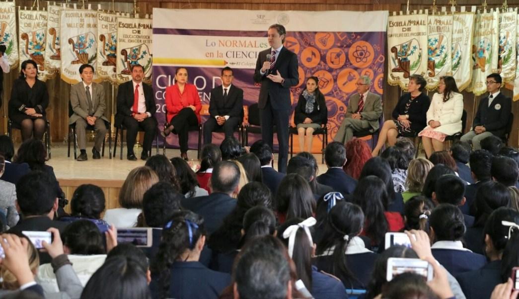 Aurelio Nuño participa en un ciclo de conferencias en Cuautitlán Izcalli; pide que se enseñe más ciencia a los normalistas