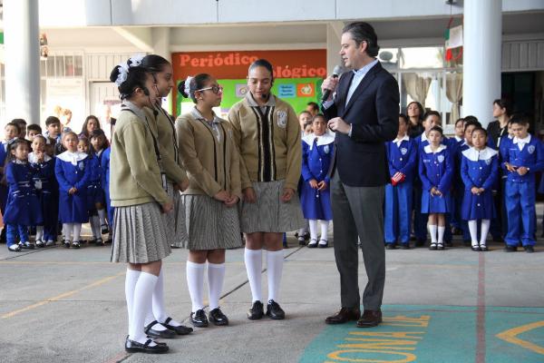 Aurelio Nuño visita la primaria Manuel López Cotilla en la Ciudad de México; pide a los mexicanos estar unidos a través de la educación
