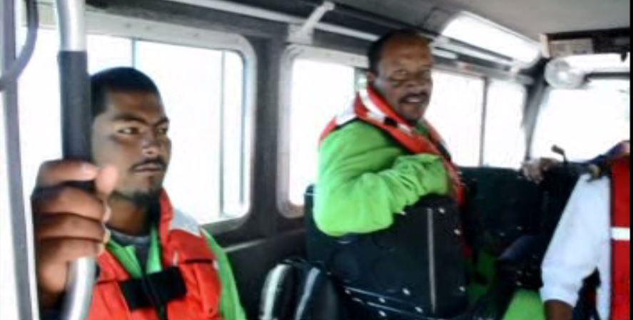 Marina rescata frente a costas de Guerrero a tres pescadores oaxaqueños que naufragaron