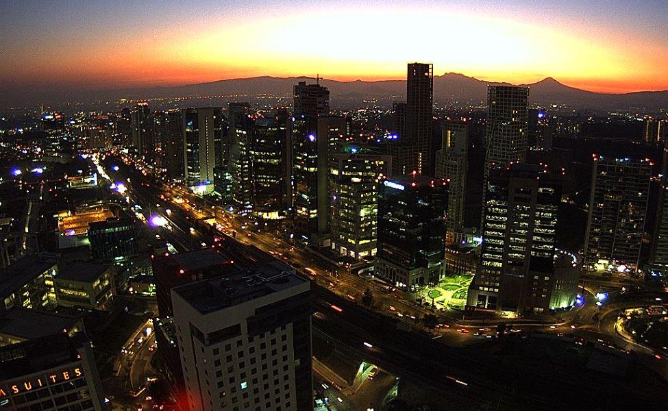 Panorámica de la Ciudad de México desde Santa Fe; prevén una temperatura máxima de 23 grados. (Twitter @webcamsdemexico)