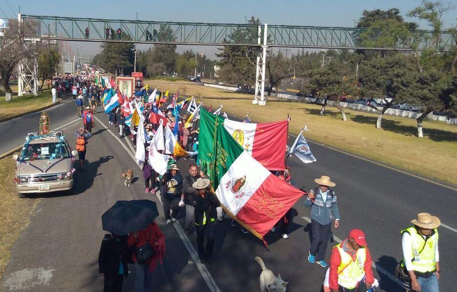 Por segundo día marchan sobre carriles laterales de la carretera federal México-Toluca (Twitter/@PcybMetepec)