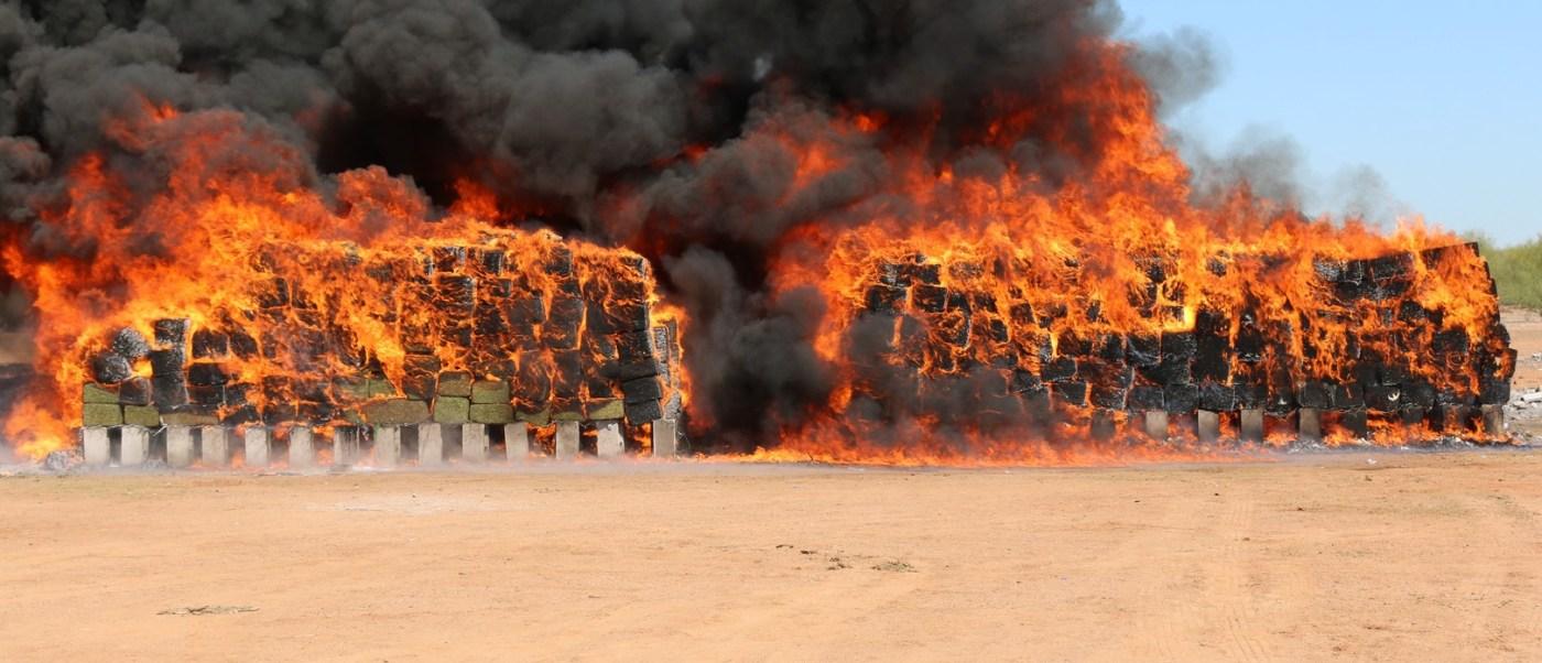 PGR incinera ocho toneladas de narcóticos en Sonora. (PGR, Sedena)