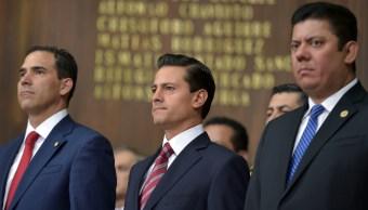 Pablo Escudero, presidente de la Mesa Directiva del Senado de la República, el presidente Enrique Peña Nieto, y Edmundo Javier Bolaños, presidente de la Mesa Directiva de la Cámara de Diputados. (Presidencia)