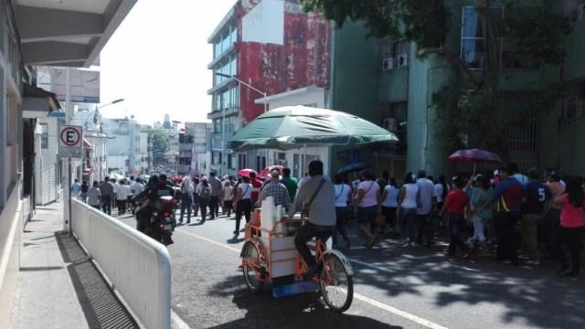 Contingente de manifestantes anti Trump antes de llegar a la plazuela del Águila, en Tabasco (Twitter @SSPTabasco)