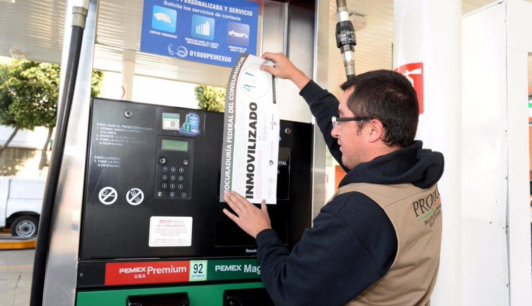 Profeco suspende 7 gasolineras con irregularidades en despacho de combustible en México. (Twitter/ @Profeco)