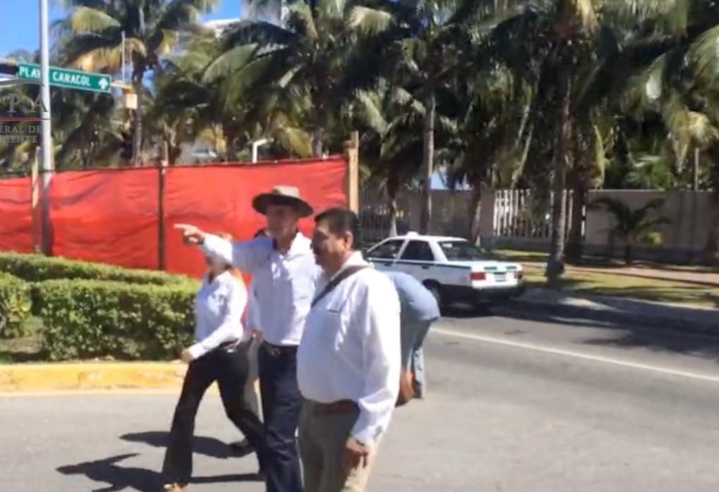 Personal de la Profepa inspecciona las obras de la construcción de la Rueda Bicentenaria, ubicada en Cancún, Quintana Roo; la institución emplazó a los dueños a tramitar la manifestación de impacto ambiental para su funcionamiento