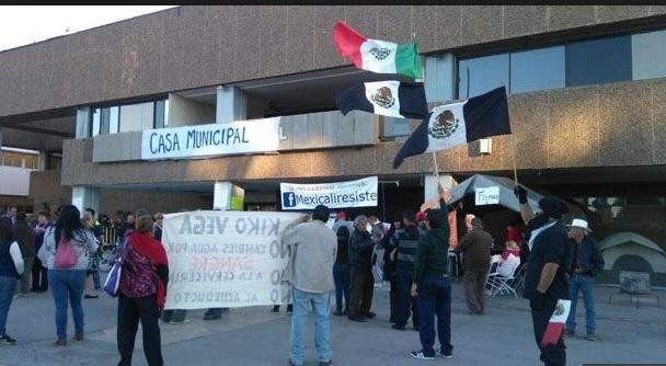 Protesta en el Palacio Municipal de Mexicali.