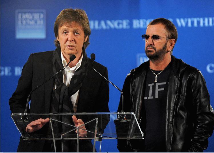 Los exBeatles Paul McCartney y Ringo Starr colaboran juntos por primera vez en 7 años; trabajan en el último álbum de Starr. (AP, archivo)