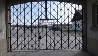 La puerta de hierro del campo de concentración de Dachau fue devuelta tras ser robada en el 2014. ( WordPress.com/archivo)