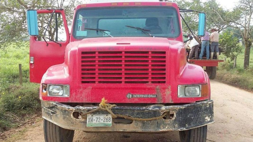 Los vehículos, el combustible y los detenidos fueron puestos a disposición de las autoridades ministeriales.