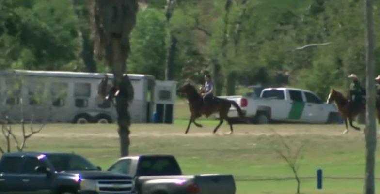 Paul Ryan recorre la frontera a caballo