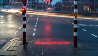 Semáforos en el piso para adictos al celular en Holanda. (http://www.elmundo.es)