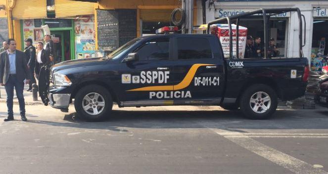 De acuerdo con las indagatorias, esta persona fue detenida el pasado miércoles cuando repartía papel higiénico mojado con solvente a cuatro menores de edad (Twitter/@SSP_mx/Archivo)