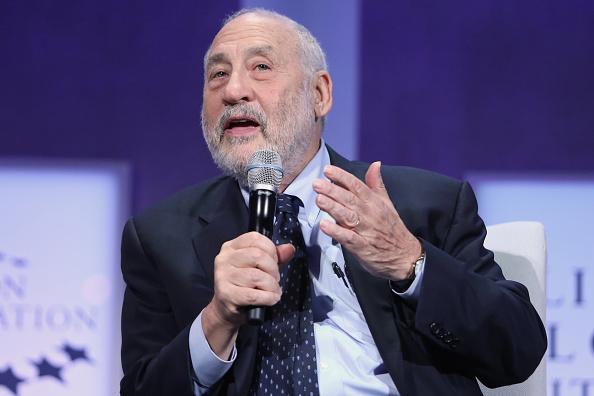 """El premio Nobel de Economía, Joseph Stiglitz, sostiene que Latinoamérica tiene que responder con """"un sentido más solidario entre las naciones"""", ante el gobierno de Trump (Getty Images/Archivo)"""
