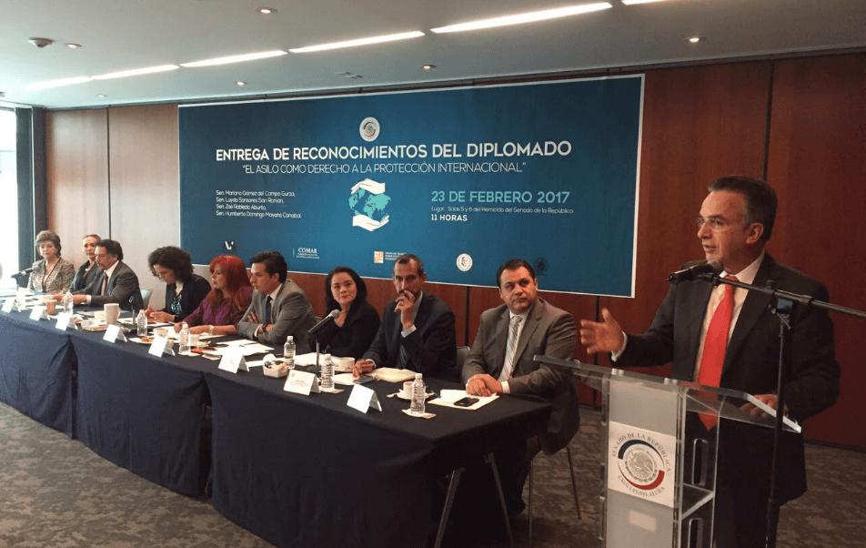 El subsecretario Ruiz Cabañas participó en la entrega de reconocimientos del diplomado 'El asilo como derecho a la protección internacional'. (@miguelrcabanas)