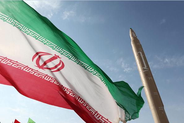Teherán lanzó desde una plataforma ubicada en la región de Semnan un misil tierra-aire de corto alcance.