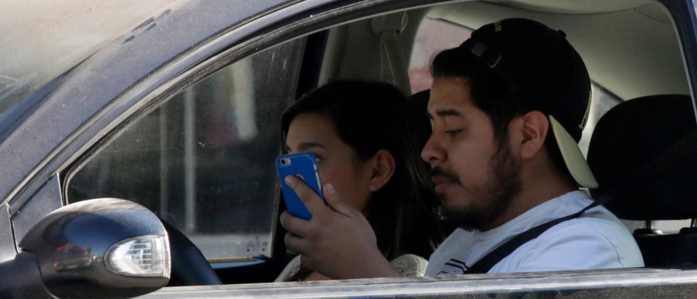 Ya es delito federal 'textear' mientras se maneja y provocar un accidente