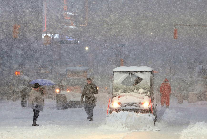 Tormentas en Nueva York originan la cancelación de cientos de vuelos; prevén hasta 30 centímetros de nieve. (Reuters)
