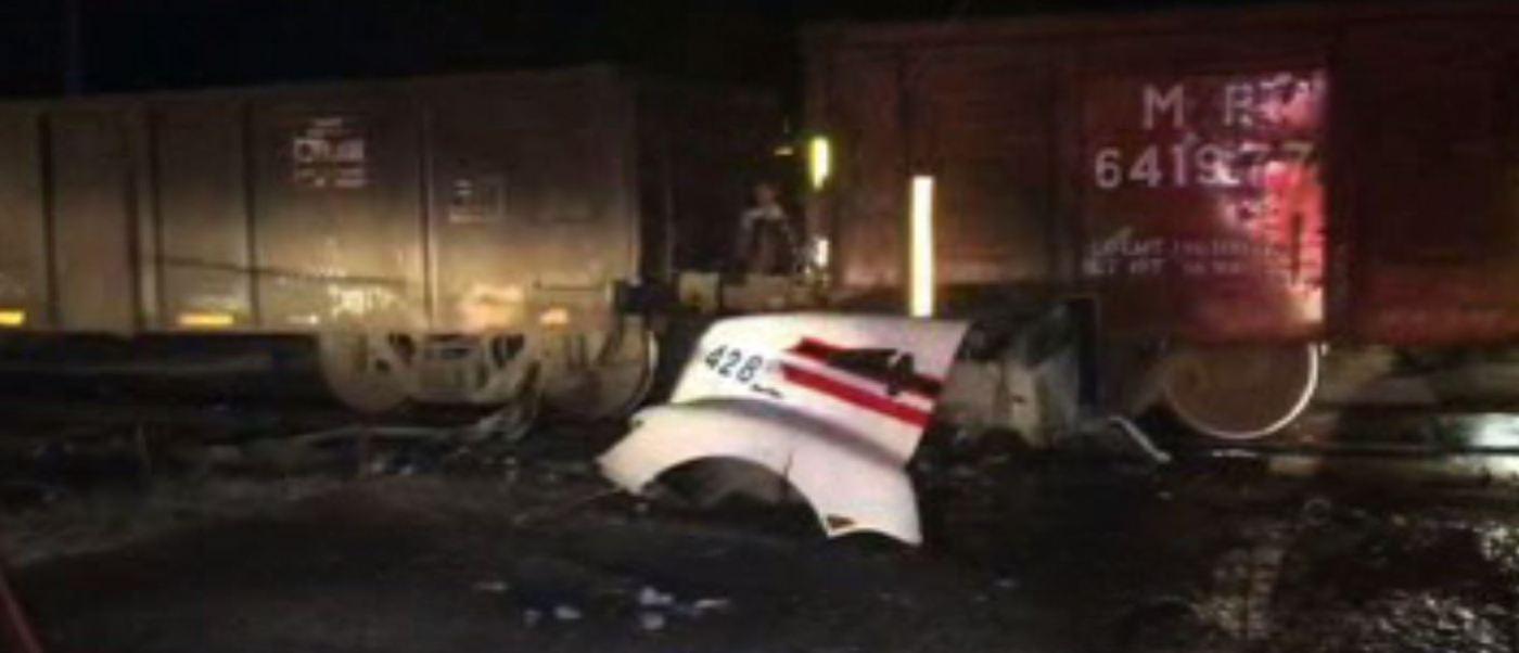 Tren arrolla a tráiler en Tula, Hidalgo. (Noticieros Televisa)