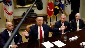 El presidente Donald Trump habla durante una reunión con directores ejecutivos de compañías de seguros de salud en la Casa Blanca (Reuters)