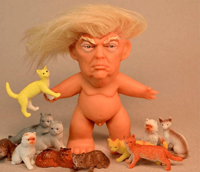 El muñeco 'troll' de Donald Trump mide 4.75 x 4 pulgadas (Facebook Chuck Williams)