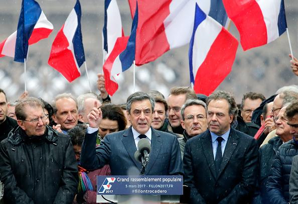 Francois Fillon, candidato presidencial francés, pronuncia un discurso durante un mitin. (Getty Images)