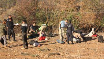 Personal de emergencias atiende a jornaleros heridos por volcadura (Noticieros Televisa)