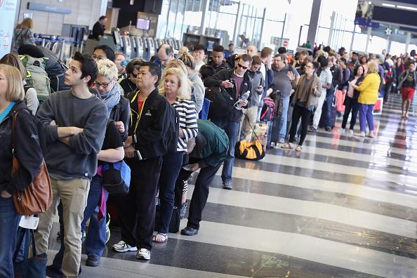 Si el retraso es mayor a cuatro horas, el pasajero será compensado y podrá acceder a la indemnización estipulada en esta Ley para la cancelación del vuelo (GettyImages/Archivo)