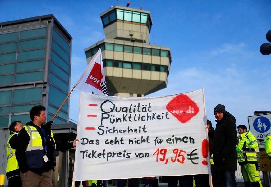 Los trabajadores piden un aumento salarial; el sindicato anunció que la huelga se extenderá hasta el miércoles. (Reuters)