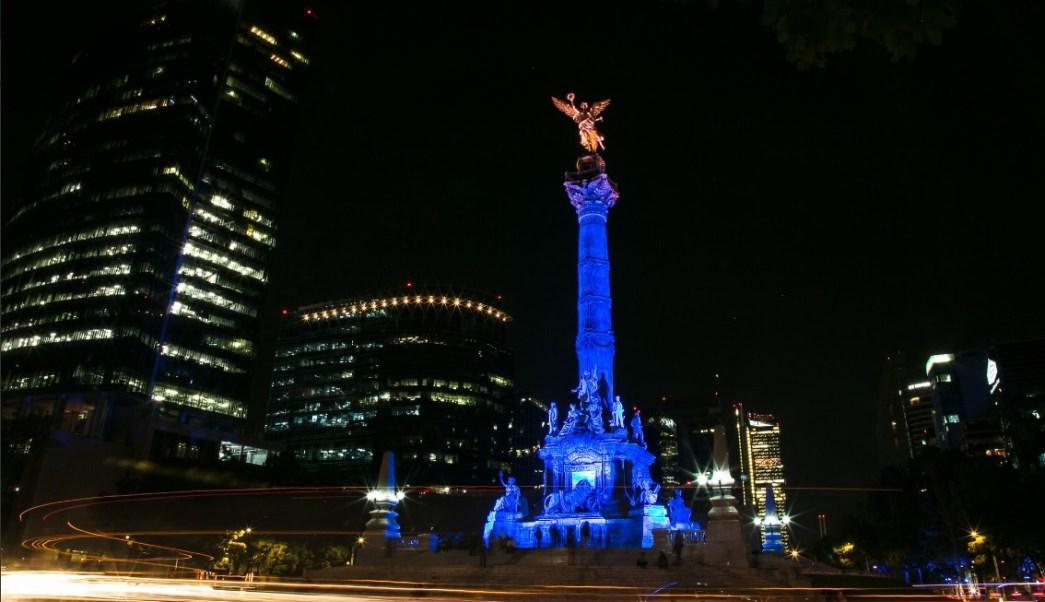 El Ángel de la Independencia iluminado de morado por el Día Internacional de la Mujer; en varios inmuebles se conmemora la fecha (Twitter @promocionCDMX)