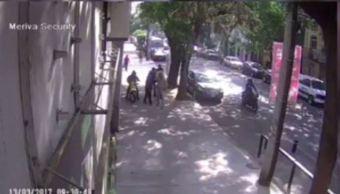 El asalto se cometió en la calle Coahuila de la colonia Roma en 35 segundos (Noticieros Televisa)