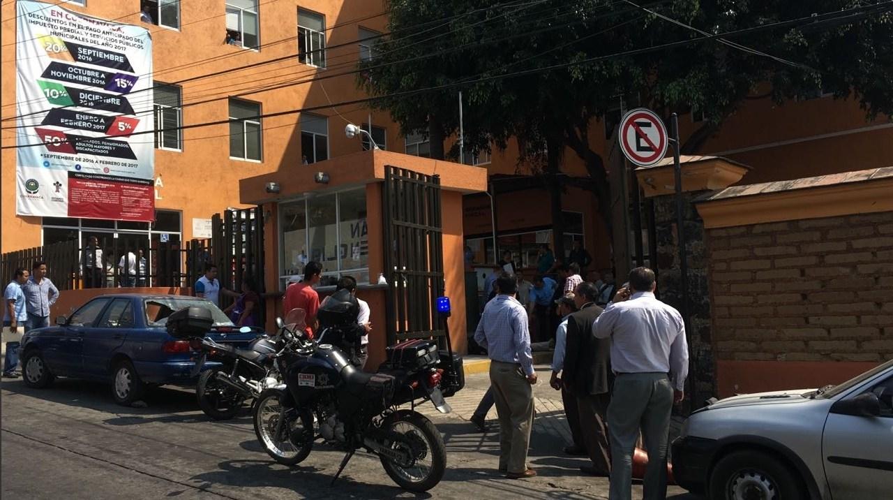 Hay un policía herido y dos personas detenidas tras el intento de asalto en la Tesorería de Cuernavaca.