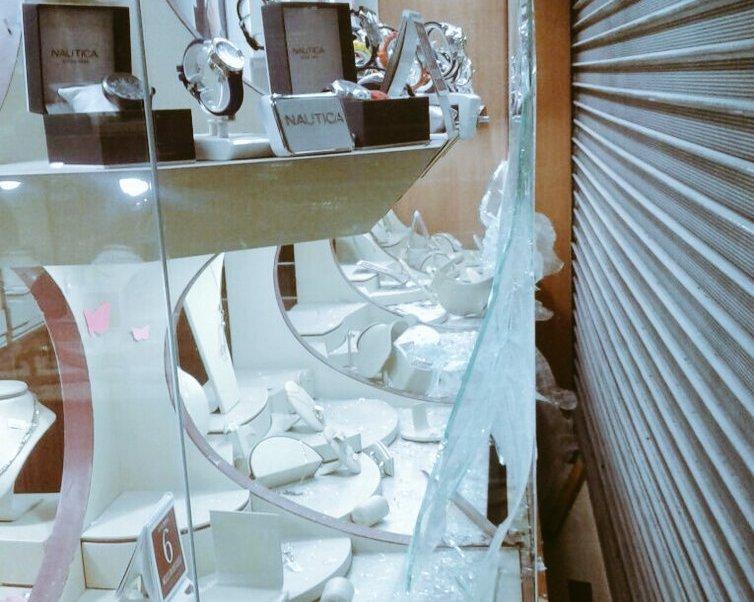 Los ladrones se apoderaron de relojes y joyas. (Twitter: @alertasurbanas)