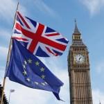 Las banderas de la Unión Europea y del Reino Unido