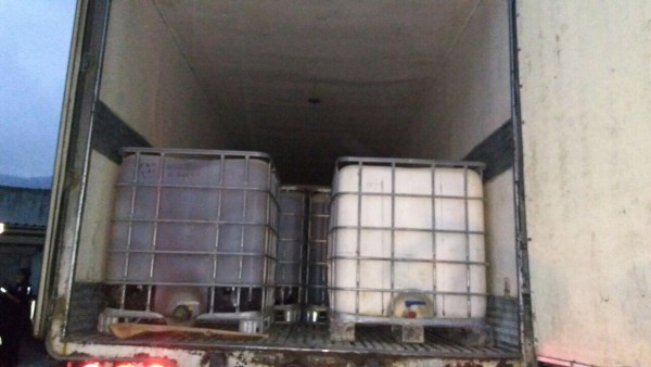 Camioneta con reporte de robo y cargamento de hidrocarburo. (Noticieros Televisa)
