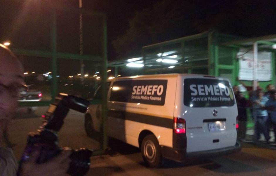 Camioneta del Semefo entra al penal de Cadereyta, Nuevo León (Twitter @cemarnl)