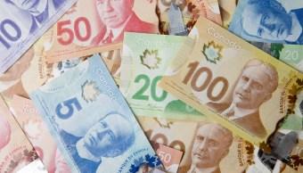 Imagen ilustrativa con billetes canadienses (Getty Images)