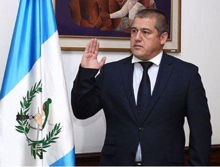 El titular de la Secretaría de Bienestar Social (SBS), Carlos Rodas, tiene prohibido salir de Guatemala. (@ronyveliz692)