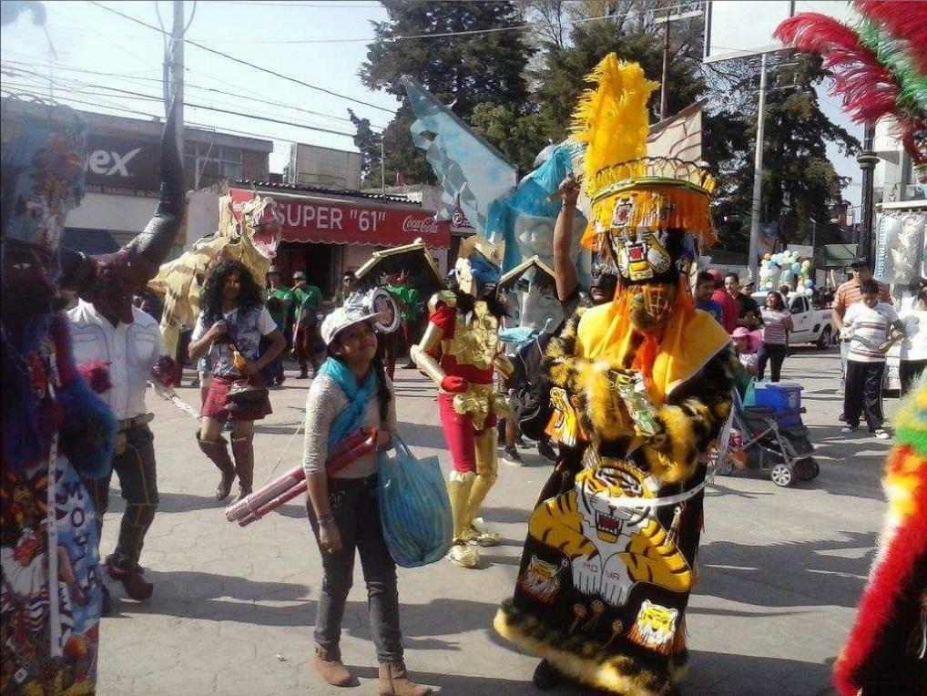 Familias en Xochimilco se preparan para participar en el Carnaval; el tema central de la fiesta será las tradiciones de la demarcación (Twitter @DelegacionXochi)