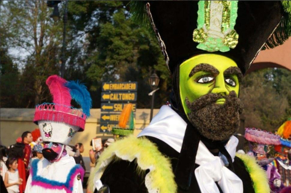 20 comparsas de chinelos y huehuenches estarán presentes en el Carnaval Xochimilco 2017 (Twitter @DelegacionXochi)
