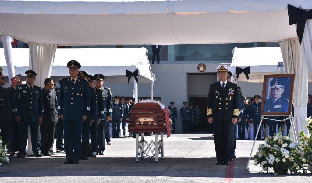 Ceremonia de Honores Fúnebres al extinto Gral Antonio Riviello Bazán en el Heroico Colegio Militar (@SEDENAmx)