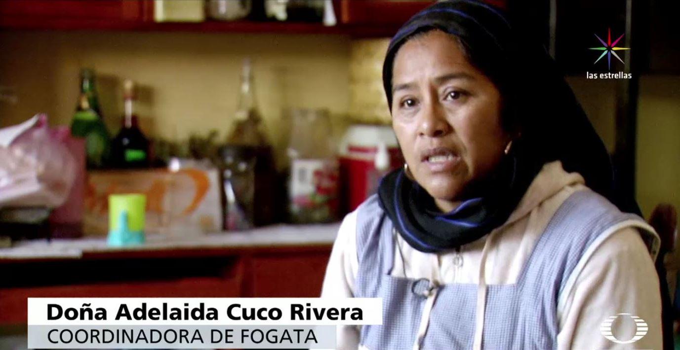 Había un problema muy fuerte dentro de la comunidad, la extorsión, el saqueo del bosque, recuerda doña Adelaida Cuco Rivera, coordinadora de fogata (Noticieros Televisa)