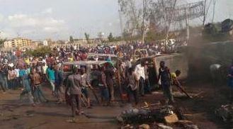 Treinta y cinco personas fallecen luego de que un camión perdió el control en una autopista de Nigeria. (Archivo)