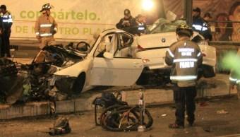 Auto de lujo que se impactó contra un poste en Reforma (Twitter @Iberomed)