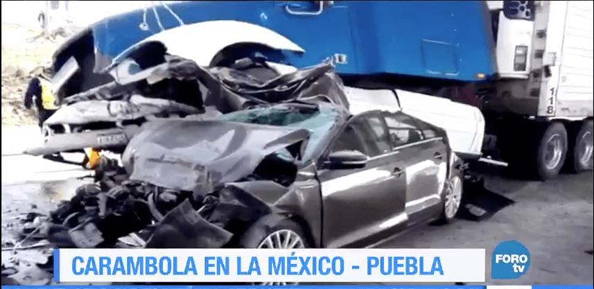 Choque múltiple en el kilómetro 125 de la autopista México-Puebla. (Noticieros Televisa)