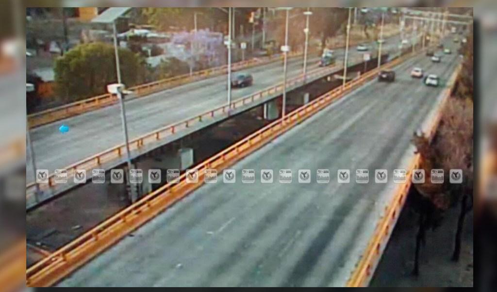 Tránsito sobre Río Churubusco; un automovilista sale ileso de un choque contra un muro de contención (Twitter @OVIALCDMX)
