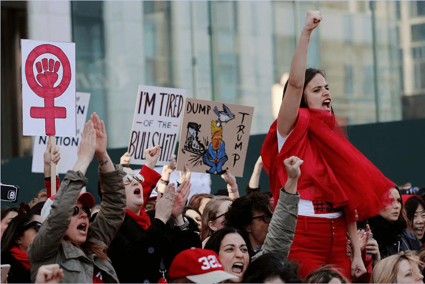 Cientos de mujeres protestaron contra las políticas de Donald Trump, en el marco del Día Internacional de la Mujer. (AP)