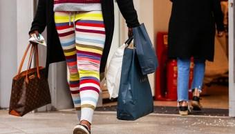 El gasto de los consumidores no aumentó como esperaban especialistas, pero la confianza del consumidor está en buenas cifras. (Getty Images)